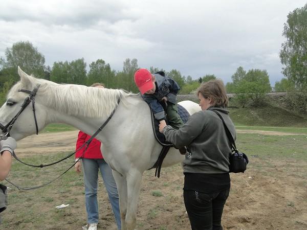 Иппотерапия и лечебная верховая езда (ЛВЕ) - Тёма на Нике (иппотерапия, май 2012)