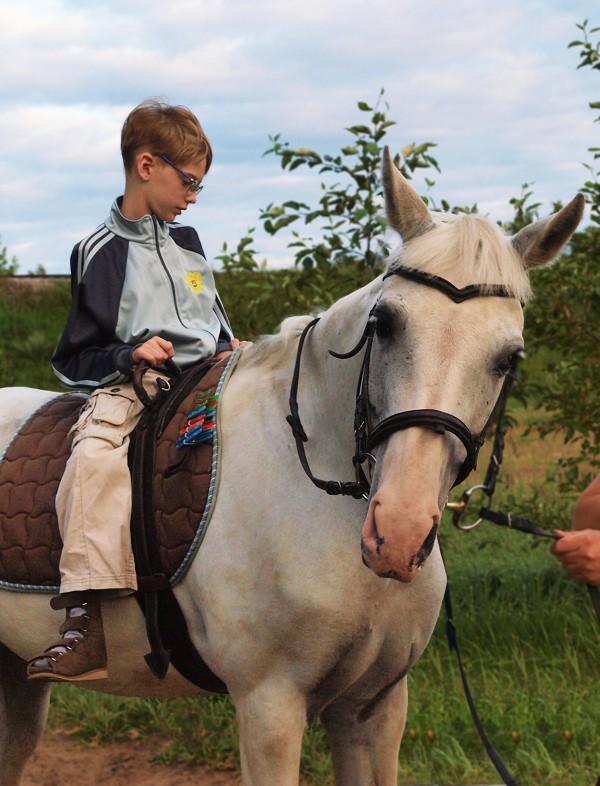 Иппотерапия и лечебная верховая езда (ЛВЕ) - Занятие по иппотерапии - Сережа. Лето 2015