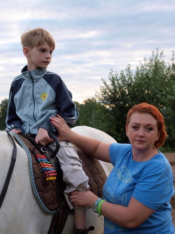 Иппотерапия и лечебная верховая езда (ЛВЕ) - Сережа с мамой