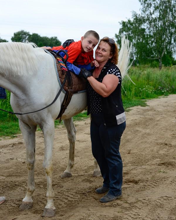 Иппотерапия и лечебная верховая езда (ЛВЕ) - Занятие по иппотерапии с новыми подопечными. Никита