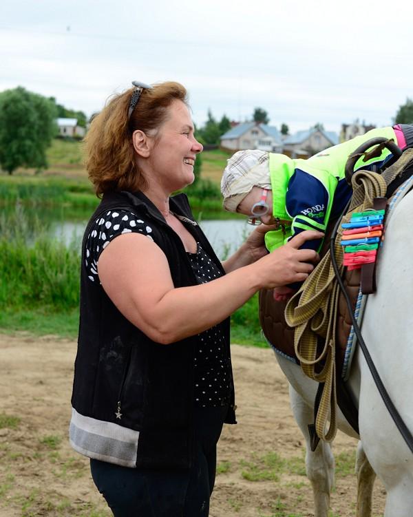 Иппотерапия и лечебная верховая езда (ЛВЕ) - Занятие с маленьким Лешей